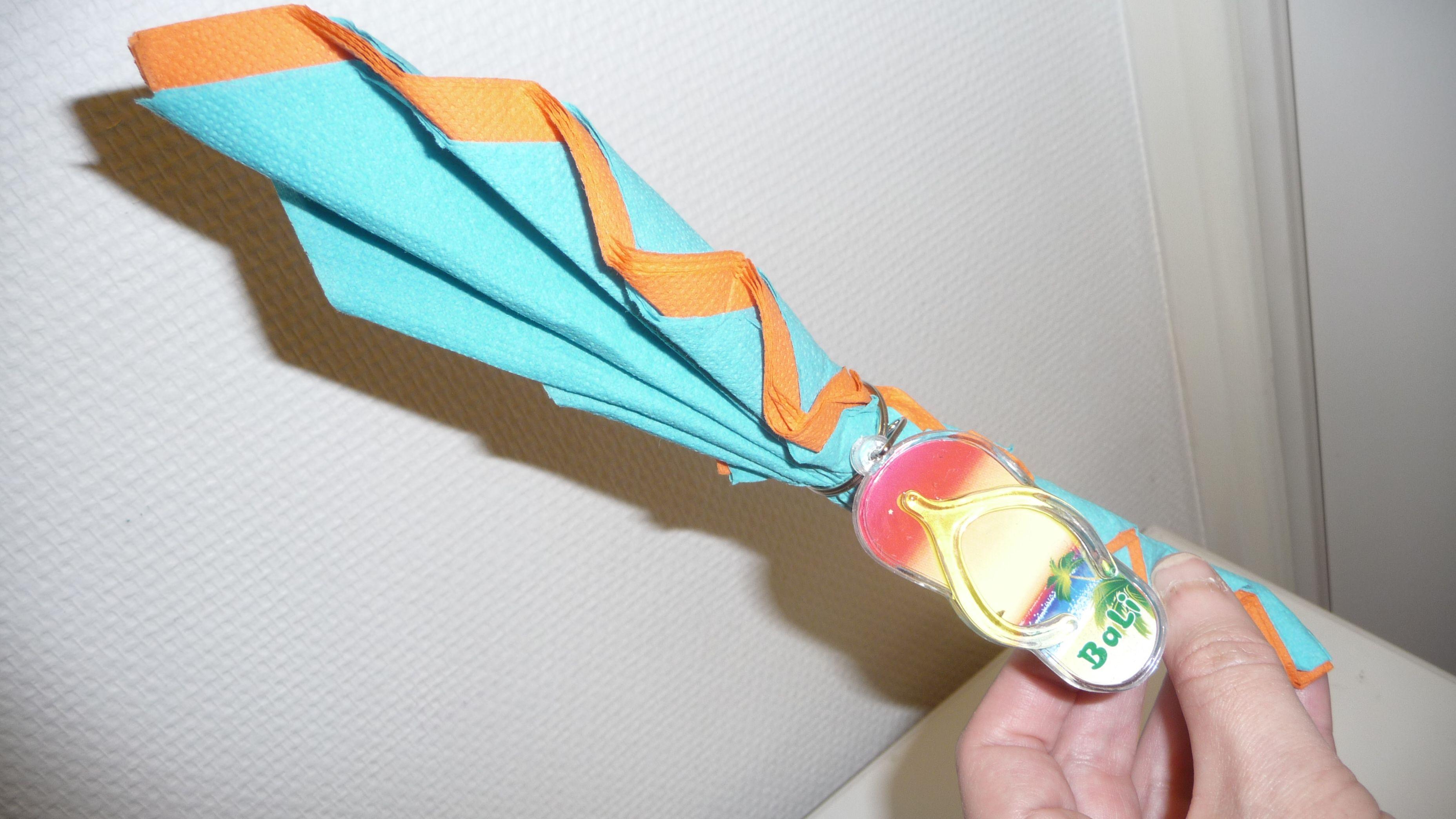 Plier des serviettes de table en paper mache crafts - Plier serviette de table ...